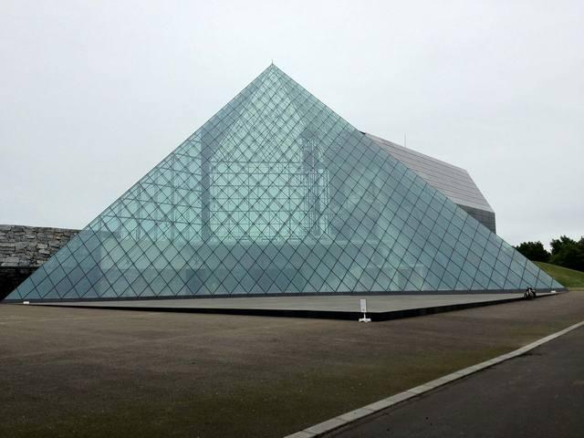 モエレ沼公園のシンボル、ガラスのピラミッド
