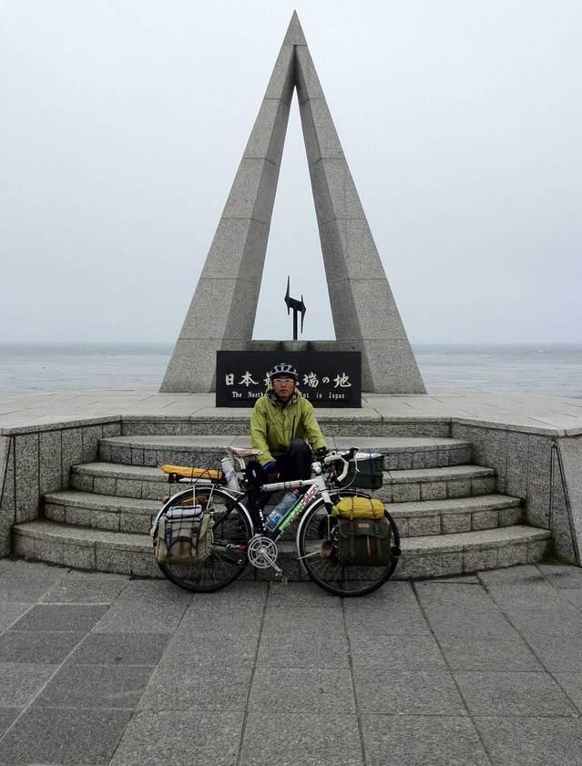 自転車では26年ぶりの宗谷岬!天気が悪く樺太は見えない