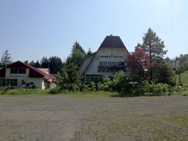 塩狩温泉ユースホステルは2005年で閉鎖したとのこと。