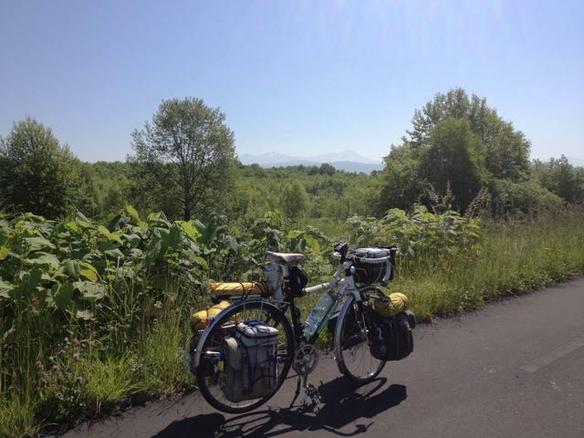 快適だったサイクリングロード。遠くに大雪山連峰を望む。