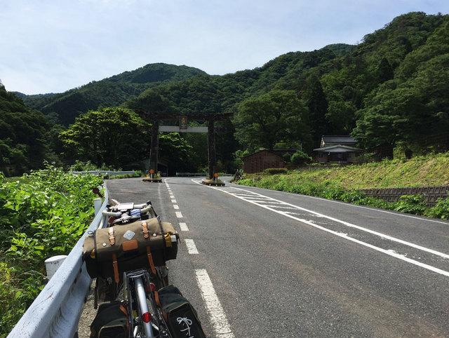 三徳山三佛寺は天台宗修験道三徳山法流のお寺さん